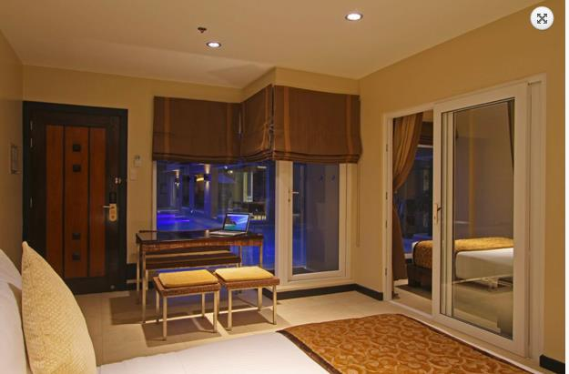twoseasons_family_suite_pool_01.jpg