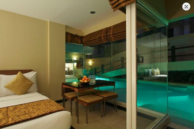 twoseasons_family_suite_pool_03.jpg